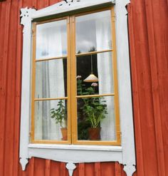 red house - love the yellow windows! Scandinavian Cottage, Swedish Cottage, Scandi Home, Swedish House, Swedish Style, Exterior Front Doors, Exterior Trim, Interior And Exterior, Cottage Living