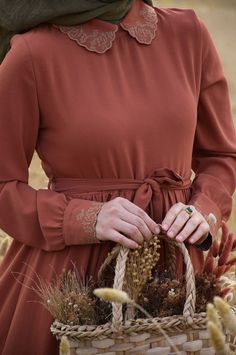 Bebe Yaka Tarçın Elbise - Eminos Butik Street Hijab Fashion, Abaya Fashion, Muslim Fashion, Fashion Outfits, Modest Dresses, Elegant Dresses, Hijab Style Tutorial, Modele Hijab, Afghan Dresses