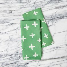 Image of set of two napkins | crosses green
