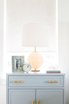 Be Inspired-Style a Beautiful Nightstand Interior And Exterior, Interior Design, Interior Styling, Studio Mcgee, Studio Apt, Comfortable Sofa, Home Decor Inspiration, Decor Ideas, Decoration