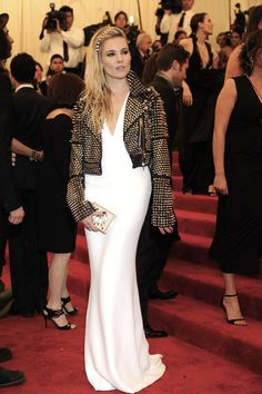 Sienna Miller's Best Looks On and Off the Red Carpet Photos | W Magazine