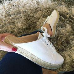 "1,573 curtidas, 39 comentários - Cereja Rosa Sapatos Feminino (@cerejarosaa) no Instagram: ""✅R$ 129,90 ✅Compras: www.cerejarosacalcados.com.br ✅Enviamos correios para to o Brasil ✅Enviamos…"" Casual Sneakers, Sneakers Fashion, Fashion Shoes, Shoes Sneakers, Cute Sandals, Shoes Sandals, Heels, Sock Shoes, Shoe Boots"