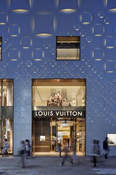 Image 9 of 10 from gallery of Louis Vuitton Matsuya Ginza Facade Renewal / Jun Aoki & Associates. Photograph by Daici Ano Mall Facade, Retail Facade, Shop Facade, Louis Vuitton Paris, Louis Vuitton Store, Retail Architecture, Architecture Details, Light Architecture, Tokyo Design