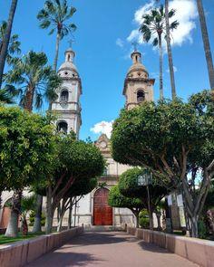 Parroquia de la Santísima Trinidad, fue construida entre los años de 1650 y 1800. La parroquia se caracterizó por tener una sola torre, fue hasta el año dos mil gracias a la colaboración de los Villahidalguenses se inauguró la segunda torre....