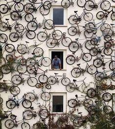 Bicicletas en esta original fachada en Berlín