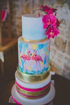 TROPICAL WEDDING INSPIRATION IN A BARN TO GET YOU IN THE MOOD FOR SUMMER!