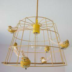 Vogeltjes lamp? Ja, je kent ze misschien wel die veel te dure voliere lampen Mathieu Charllieres. De lamp die lijkt op een vogelkooi met heel veel gekleurde vogels erin. Die lamp vind ik zelf zo tof maar veel te duur … Lees meer