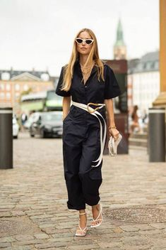 Everybody's Wearing These Bottega Veneta Shoes Leggings Mode, Leggings Fashion, Diana Fashion, Vogue Fashion, Sandro, Street Style, Trends, Black Jumpsuit, Fashion Outfits