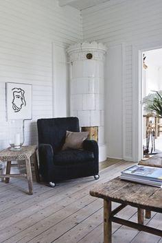 Jesper Ray / Bolig Magasinet {white and wood rustic modern living room}