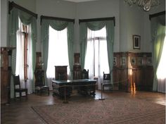 Livadia: The room of Nikolay II, the last Russian Emperor, is situated in the second floor and decorated in the green colour. The guide says all thing, furniture are natural and were saved since those times as well as the things that were belonged to other members of the family that could be seen in the second floor of the palace.