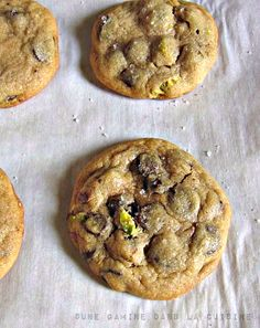 Salted Pistachio & Orange Chocolate Chip Cookies - tried it and substituted lemon for orange. Cookies spread really nicely. Hope to add the pinch of salt next time Chocolate Muffins, Chocolate Chip Cookies, Orange Cookies, Cupcakes, Biscuit Cookies, Tasty Cookies, Easy Cookie Recipes, Chocolate Orange, How Sweet Eats