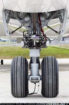 787 nose gear