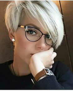 Today we have the most stylish 86 Cute Short Pixie Haircuts. We claim that you have never seen such elegant and eye-catching short hairstyles before. Pixie haircut, of course, offers a lot of options for the hair of the ladies'… Continue Reading → Blonde Pixie Haircut, Short Blonde Pixie, Girl Short Hair, Curly Short, Curly Pixie, Hair Girls, Long Pixie Cut Thick Hair, Pixie Cut For Round Faces, Pixies For Thick Hair