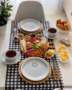 Breakfast Catering, Breakfast Platter, Catering Food Displays, Charcuterie Recipes, Party Food Platters, Food Decoration, Cafe Food, Aesthetic Food, Food Presentation