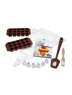 Идея для подарка: Набор для изготовления шоколадных конфет  Незаменимая вещь для тех, кто обожает есть и готовить сладкое. Состоит из кучи специальных инструментов, типа силиконовых форм разных размеров, термометра, кондитерских кистей и другого. В комплект входит буклет с клевыми рецептами!  #подарок #кухня #кулинария #выпечка #шоколад #сладкое