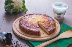 La torta di cavolfiore è una torta salata saporita, perfetta coe piatto unico, con una frolla al Parmigiano e ripieno a base di cavolfiori e ricotta!
