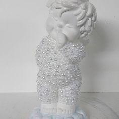 Fofura em forma de anjo. #anjo#anjos #anjoperolado #angel #angels #delicadeza #artesanato #muitoamor #babydecor #decorbaby #decora #objetosdedecoracao #protecao #euacreditoemanjos #decoracao #ideiadepresente #amoanjos #details #tudolindo #fofura #perolas #ceramica #ceramics #pinturaemgesso