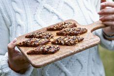 Chokladsnittar med lakritskola på toppen, bättre än så blir det väl inte! Här är ett recept på chokladsnittar ur boken Fika är livet. Viria, Swedish Recipes, Food And Drink, Ska, God