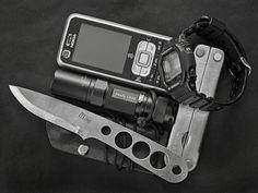 - Nokia 6120C- Tlim C471 Bushcraft Neck- Fenix LD10- Leatherman PST- Casio GW-M5600 http://www.flickr.com/photos/maba18/