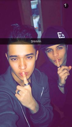 Read joel y erick ❤❤ from the story CNCO fotos💞 by LucaPatrn (❤Cncowner❤Criaturita ❤) with 591 reads. Joel Pimentel Snapchat, A Gomez, Memes Cnco, Cute Vans, Twitter Bio, Workout Hairstyles, Best Friend Goals, Funny Me, Perfect Man