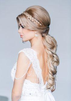coiffure mariage tresse diadème avec une queue de cheval basse