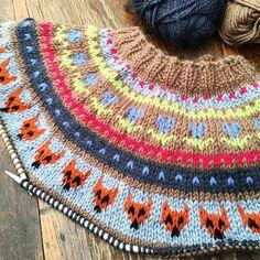 Making good progress on my fairisle yoke cardie. My foxes look slightly evil 😈 #knitting #knittersofinstagram #fairisle #fairisleknitting #cardigan #knitwear #craftastherapy #handknitted #handmade #perthmakers
