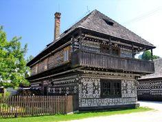 Múzeum sa nachádza v rázovitej dedinke Čičmany, ktorá sa rozprestiera v Strážovských vrchoch v nadmorskej... The Visitors, Log Homes, World Heritage Sites, Most Beautiful, Places To Visit, Europe, Mansions, House Styles, Outdoor Decor