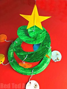 Lovely and easy Paper Plate Christmas Tree Whirligig - these Paper Plate Twirlers are a great Christmas Craft for Preschoolers. Preschool Christmas Crafts, Christmas Crafts To Make, Christmas Activities, Christmas Themes, Kids Christmas, Holiday Crafts, Christmas Paper, Kindergarten Christmas, Homemade Christmas