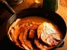 Découvrez la recette Jambon braisé au cidre de Normandie sur cuisineactuelle.fr.