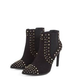 Wear these Black Studded Pointed Boots with ripped jeans and oversized sweaters in the day and with leather trousers and lace tops at night. £39.99  #AW15edit #shoes #newlook