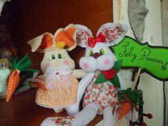Pascoa em família é tudo de BOM!!!! Coelha mãe em feltro e filhos tecido cru são um charme a mais nesta festa religiosa