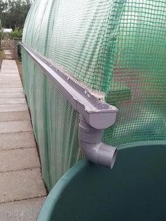 A gutter system added onto a DIY garden greenhouse to catch rainwater and repurpose! Greenhouse Plans, Greenhouse Gardening, Greenhouse Wedding, Aquaponics System, Hydroponics, Aquaponics Plants, Fodder System, Diy Jardim, Water Collection