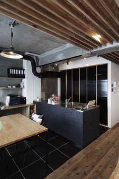 木毛セメント板をつかったオリジナルキッチン。  by EIGHT DESIGN