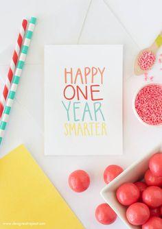"""Imprimible tarjeta cumpleaños. Algo así como """"Felicidades por ser un año más listo"""" >> Free Printable Birthday Card """"Happy One year smarter"""""""