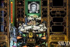 Shanghai Xintiandi . Hand-painted gold grid door, according to the court specifications custom eight cents chair, the palace tableware ... ... In addition to the reproduction of the East complex beauty, the master Song Yuxin also cleverly integrated contemporary art, the wall of the photographic works from the artist Fu Ziyong.