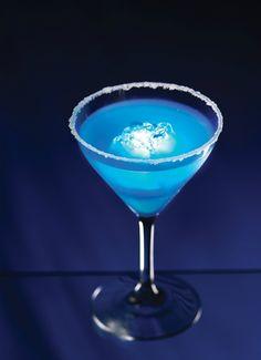 Such a pretty drink!    Focused on the Magic.com: #Disney Resorts Blue Glow-tini Recipe