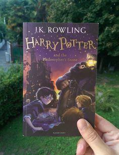 """#MarcoLegge letteralmente stregato: """"Harry Potter and the Philosopher's Stone"""" di J.K. Rowling / agosto 2017"""
