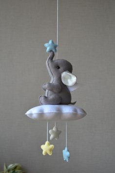 Baby Mobile Felt, Felt Baby, Baby Mobiles, Baby Decor, Kids Decor, Baby Crafts, Felt Crafts, Diy Bebe, Stuffed Toys Patterns