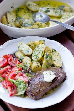 Parmesan herb potatoes, a great side dish for grilling – sasibella – Famous Last Words Healthy Appetizers, Healthy Recipes, Bbq Burger, Best Macaroni Salad, Sweet Potato And Apple, Plat Simple, Vegetarian Snacks, Dried Vegetables, Parmesan Recipes