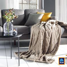 Ez a puha takaró tökéletes társa a bekuckózós estéknek. Fent vagyunk Instagramon is: @aldi.magyarorszag! Blanket, Bed, Home, Stream Bed, Ad Home, Blankets, Homes, Beds, Cover
