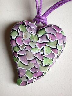 Corazón confeti manzana-malva by Madreselva61, via Flickr