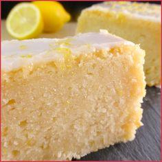 Je reviens vers vous avec ce délicieux cake au citron ! Après avoir mis au point les proportions pour trouver le juste équilibre entre le sucre et l'acidité du citron, j'ai réussi à obtenir le goût et la texture parfaite selon moi ^^ Il ne s'agit pas d'un cake léger et aérien, ici on obtient une texture plus dense ...
