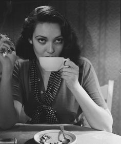 The Real Nebris — fuckindiva: Linda Darnell, 1950 Golden Age Of Hollywood, Classic Hollywood, Old Hollywood, Hollywood Stars, Old Celebrities, Celebs, Classic Actresses, Actors & Actresses, People Drinking Coffee