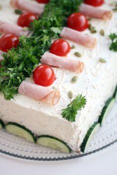 kinkkuvoileipäkakku Cake Sandwich, Tea Sandwiches, Gazpacho, Finnish Recipes, Ceviche, Cheesecakes, Feta, Camembert Cheese, Panna Cotta