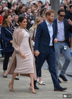 7ce54c78966 20 Best Meghan Markle s pregnancy images in 2019