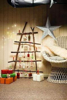 a cute diy for next year Diy Christmas Tree, Christmas And New Year, Christmas Time, Xmas Trees, Curio Decor, Navidad Diy, Deco Originale, Diy Décoration, Driftwood Art