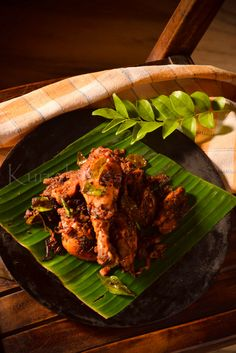 SPICY KERALA CHICKEN FRY Kashmiri chili powder-2 tsp( or to taste) Coriander powder-1 tsp,Turmeric powder-1/4 tsp,Fennel seeds-3/4 to 1 tsp,Green chilies-1 or 2 nos,Ginger-1 inch piece,Garlic-3 to 4 large cloves,Vinegar-1 tsp