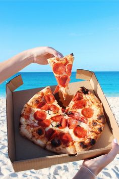 The Effective Pictures We Offer You About pizza pictures A quality picture can te Think Food, I Love Food, Good Food, Yummy Food, Comida Delivery, Comida Pizza, Pizza Food, Sauce Pizza, Junk Food Snacks