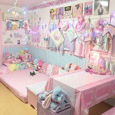 """5,220 Likes, 32 Comments - まーしゃるキャンパストイ (@marshall_fancy) on Instagram: """"いつもの部屋の写真です ラタンのラックの置き場所がテーブルの横しかなくて、ここに置きました . . . #myroom #マイルーム #ファンシー #ピンクルーム #pinkroom…"""""""