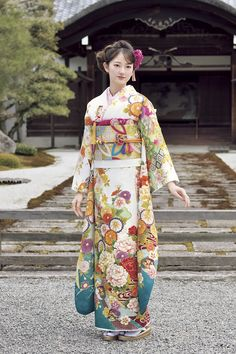 Pretty lady in National costume of Japan - the kimono. Yukata Kimono, Kimono Japan, Kimono Dress, Japanese Kimono, Japanese Girl, Japanese Outfits, Japanese Fashion, Asian Fashion, Traditional Fashion